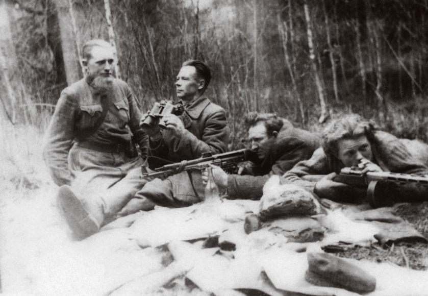 Kazimieras Kontrimas-Montė – pirmas iš kairės