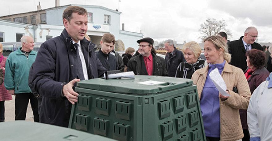 Vilniaus individualių namų savininkams dalinamos nemokamos kompostavimo dėžės