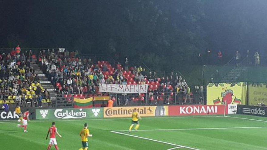 Sirgalių plakatas LFF stadione