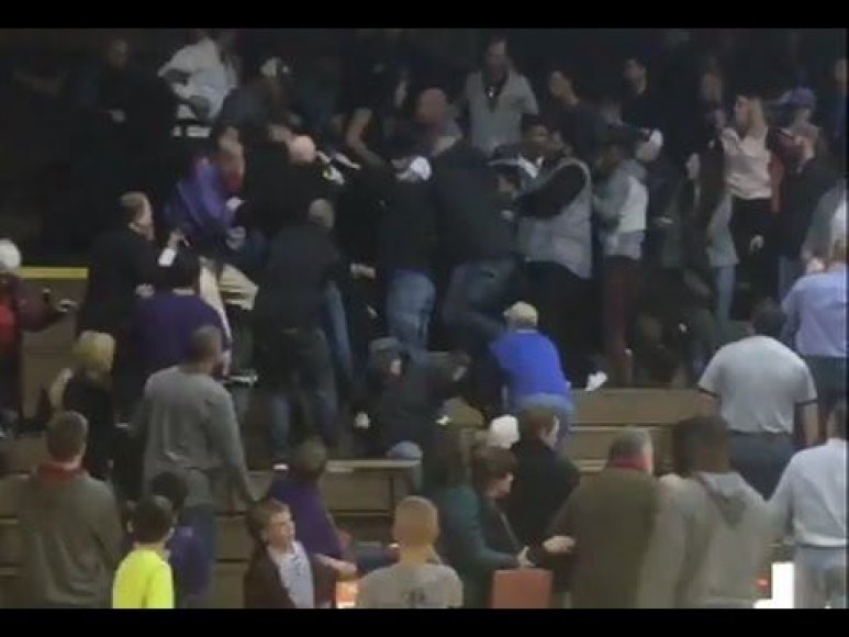 massive-brawl-breaks-out-at-high-school-hoops-basketball-game