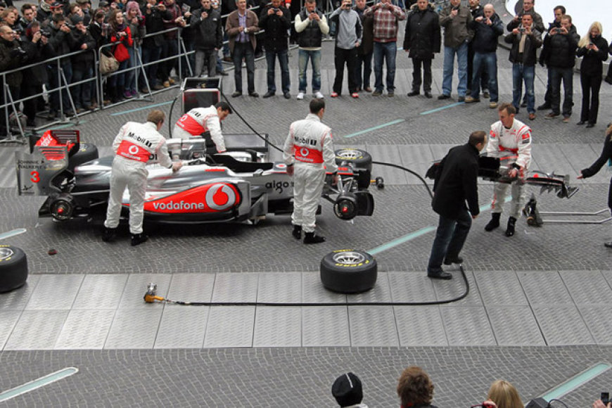 """Vodafone McLaren Mercedes"" bolidas MP4-26"