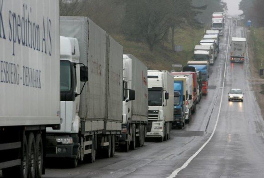 Be darbo likę vilkikų vairuotojai ketina protestuoti.