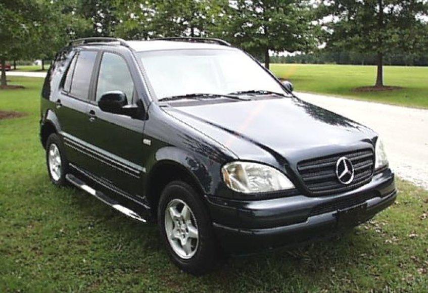 """Norėta registruoti tokį kaip šis visureigį. Geros būklės iki dešimties metų senumo """"Mercedes-Benz"""" ML 320 mūsų šalyje kainuoja apie 25 tūkst. litų."""