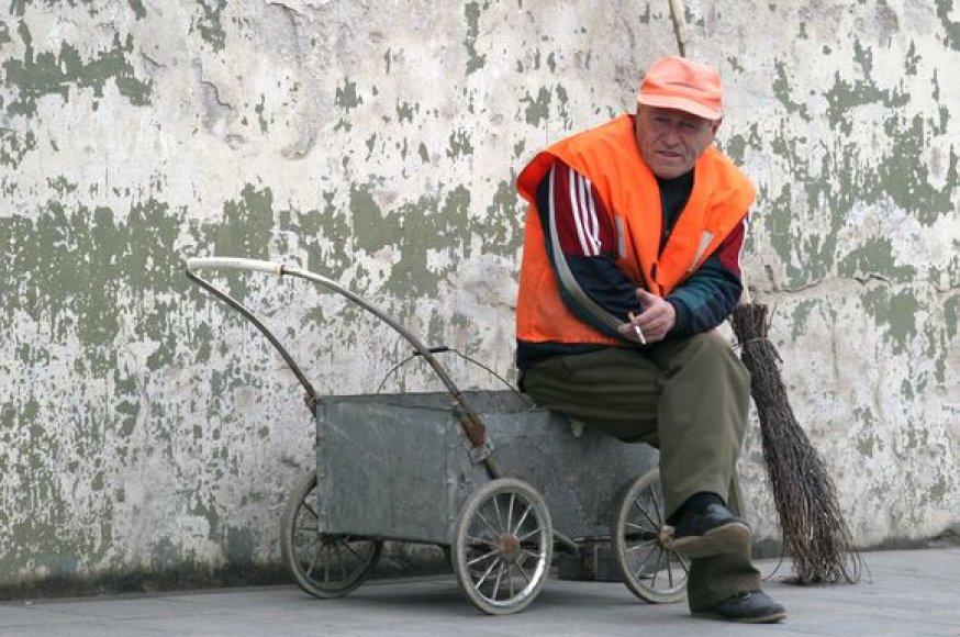 (NENAUDOKITE, NUFOTOGRAFUOTAM ŽMOGUI NEMALONU) Pašalpas išimties tvarka gausiantys ukmergiškiai privalės dirbti viešuosius darbus.