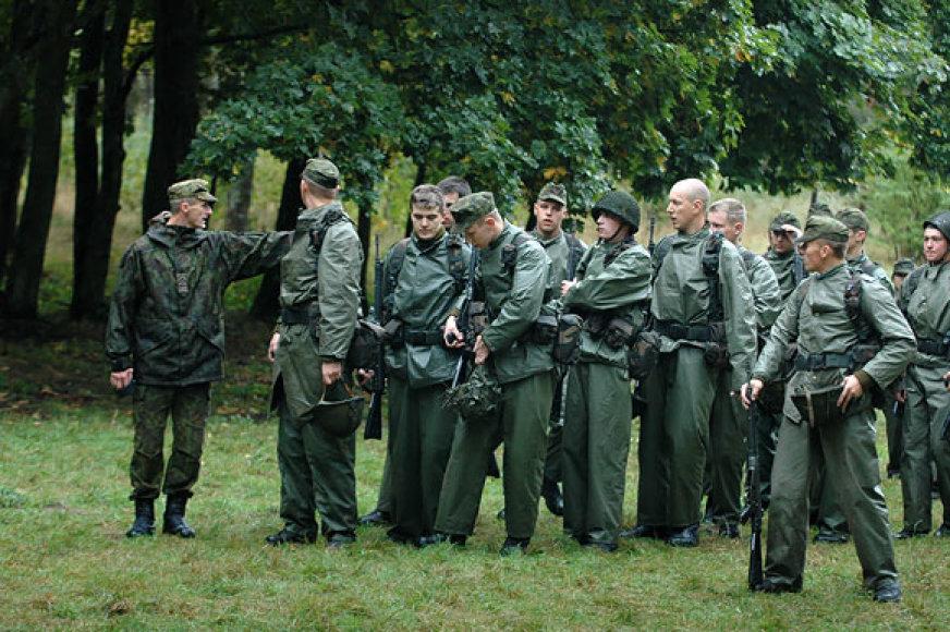 Bazinį kario kursą pradėję kariai savanoriai