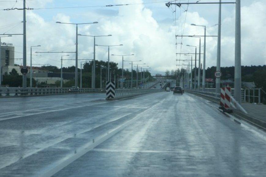 Vilniaus apygardos teismas turėtų nuspręsti, ar sutartis dėl Lazdynų tilto remonto yra teisėta.