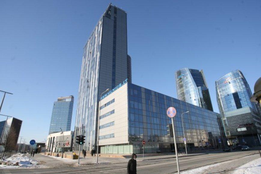 Savivaldybė kaltinama permokanti už savo dangoraižio nuomą taip siekdama paremti savo įmonę – Vilniaus vystymo kompaniją.