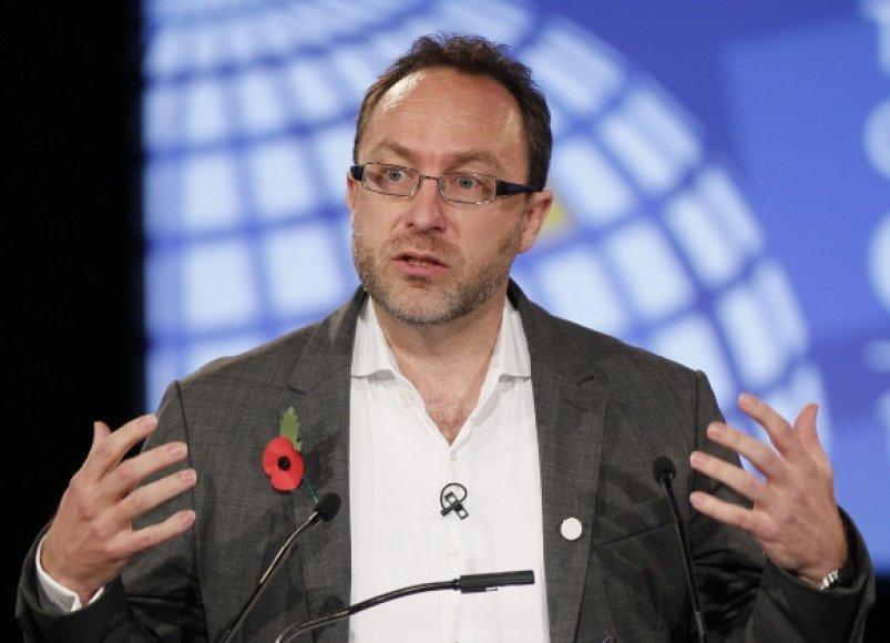 """Interneto enciklopedijos """"Wikipedia"""" vienas įkūrėjų Jimmy Walesas."""