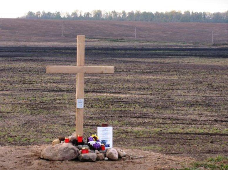 Čekų dviratininkų nelaimę primins kryžius