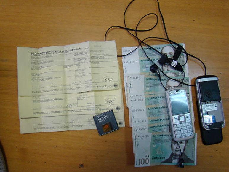 Sudaryti piniginius sandėrius telefonu ne visada saugu.