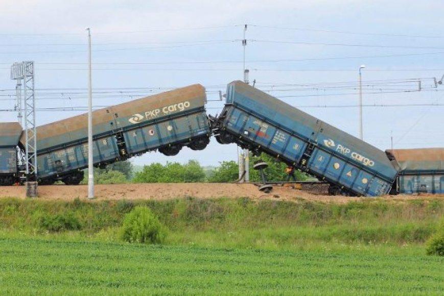 Lenkijoje nuo bėgių nuvažiavo traukinys