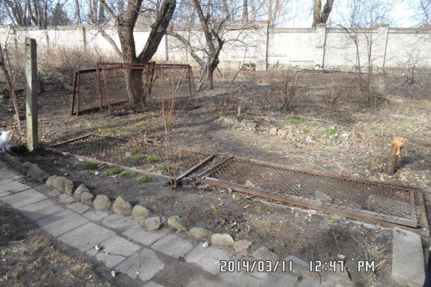 Keturi vyrai Klaipėdoje savavališkai išardė tvoras svetimame kieme.