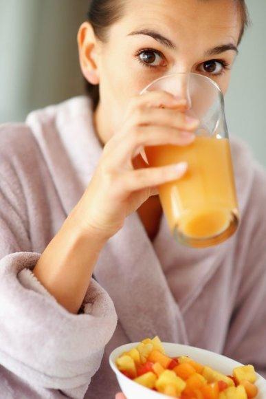 ) Jei nutarėte išbandyti sulčių dietą, pradėkite nuo vienos dienos.