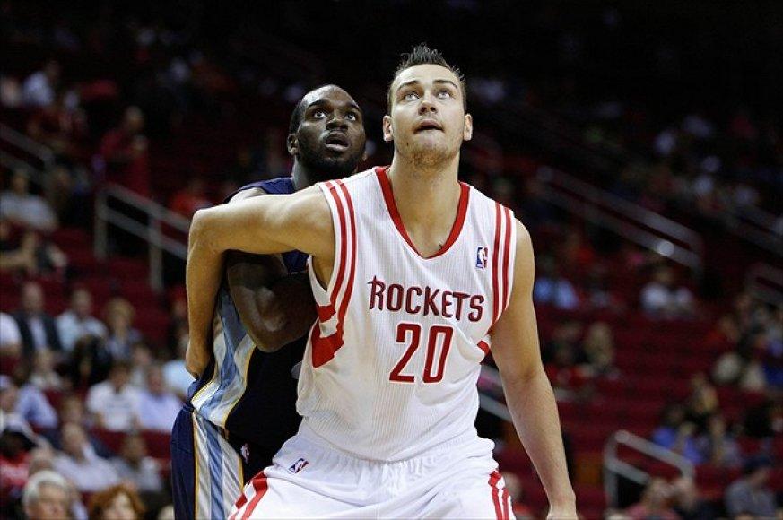 Donatas Motiejūnas nesugeba įsitvirtinti NBA