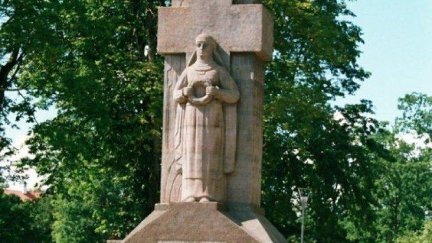 Biržuose netyla ginčai dėl skulptoriaus Roberto Antinio vyresniojo tarpukariu sukurto paminklo žuvusiems už Lietuvos nepriklausomybę.