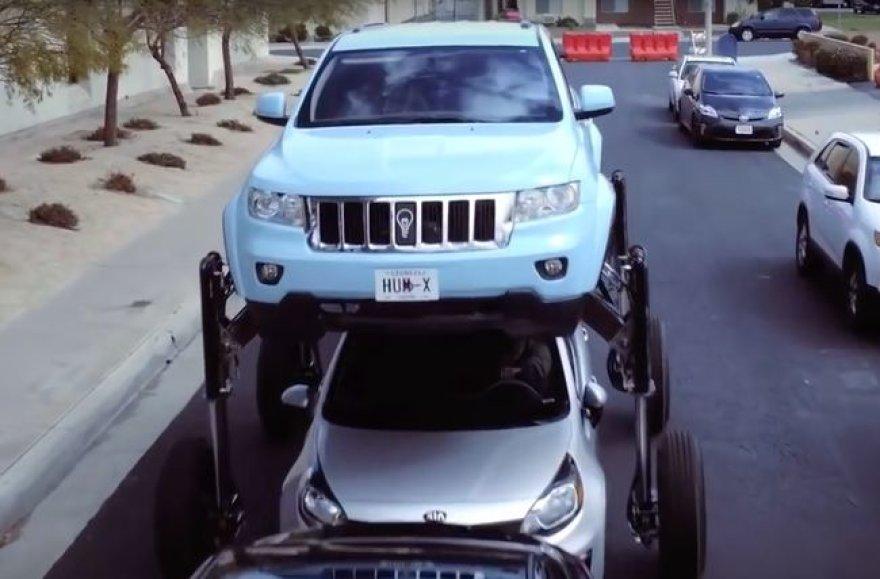 """""""Thinkmodo"""" sukūrė specialią hidraulinę platformą ir sumontavo ją ant visureigio """"Jeep Grand Cherokee"""""""