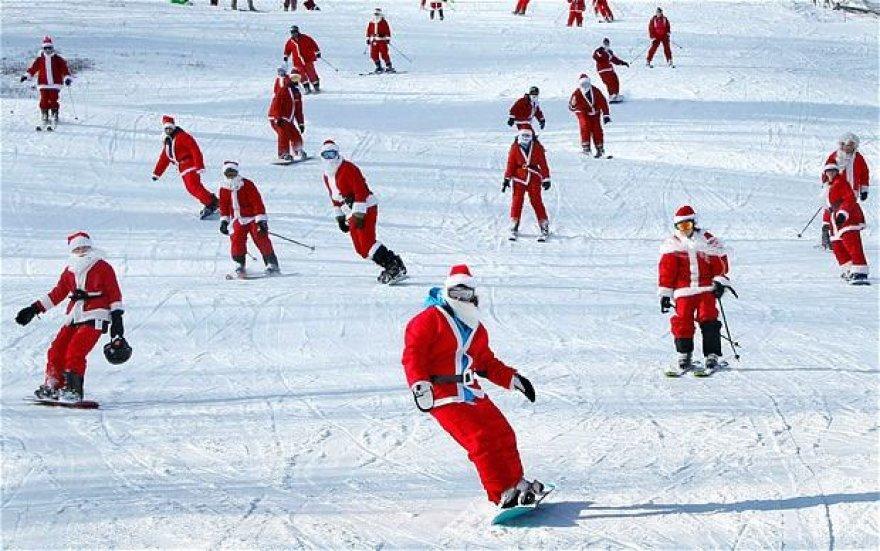 Slidinėjantys Kalėdų seneliai / Suomija
