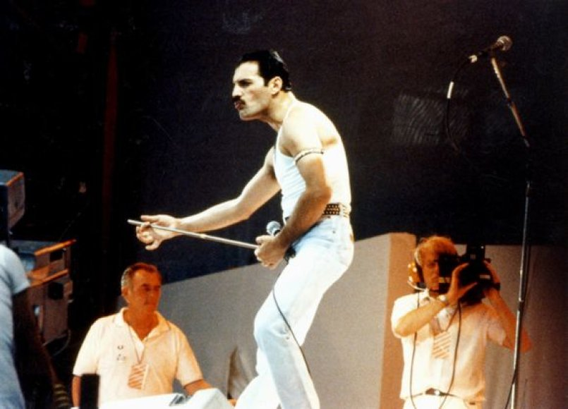 Freddie Mercury 1985 metais Vemblio stadione.