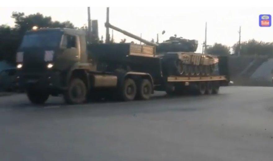 Gabenami Rusijos tankai ir šarvuočiai.
