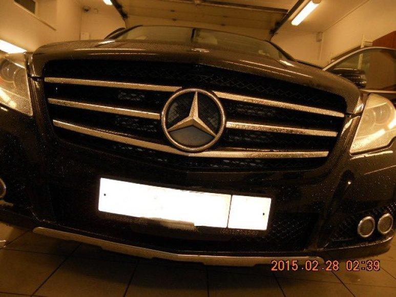 """Mercedes-Benz"" automobiliu buvo vežamos paslėptos kontrabandinės cigaretės"