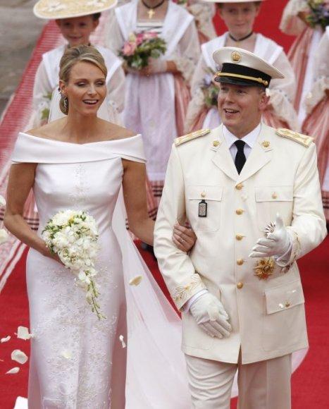 Kunigaikštienė Charlene ir kunigaikštis Albertas II vestuvių ceremonijos metu