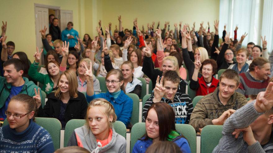 """""""Ekomokyklos"""" seminarų dalyviai diskutavo, kaip galima saugoti gamtą. Organizatorių nuotr."""