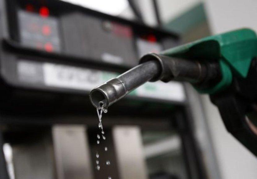 Benzinas Lietuvoje ir toliau brangsta