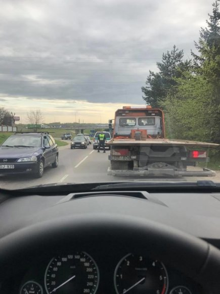 Kur stovi policija Kaune nuotr./Išvažiuojant iš Sargėnų policija tikrino visus policijos automobilius