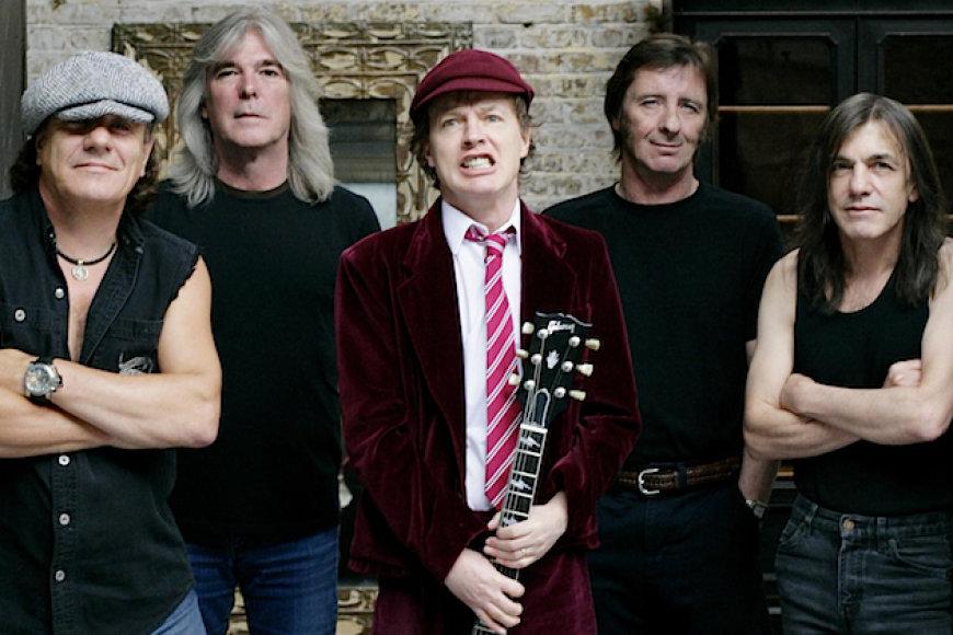 AC/DC. (Malcolmas Youngas – dešinėje)