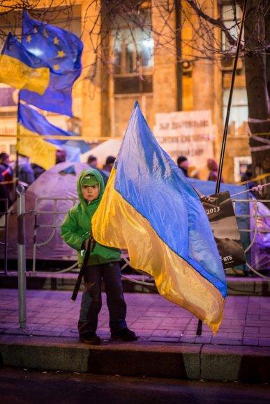 Berniukas su Ukrainos vėliava Kijeve