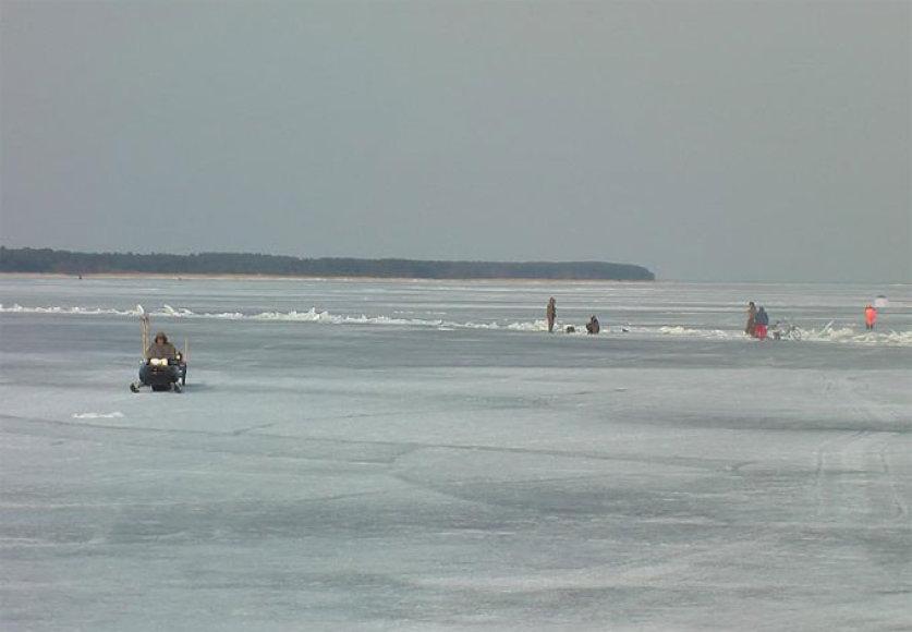 Žvejai ant Kuršių marių ledo