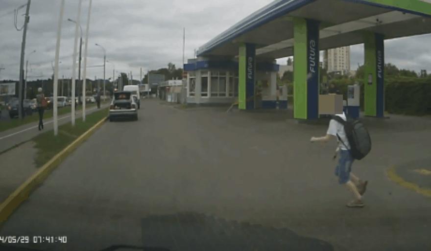 Vaikas išbėgo prieš automobilį