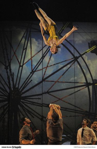 """""""Cirque Éloize"""" pasirodymo akimirka"""