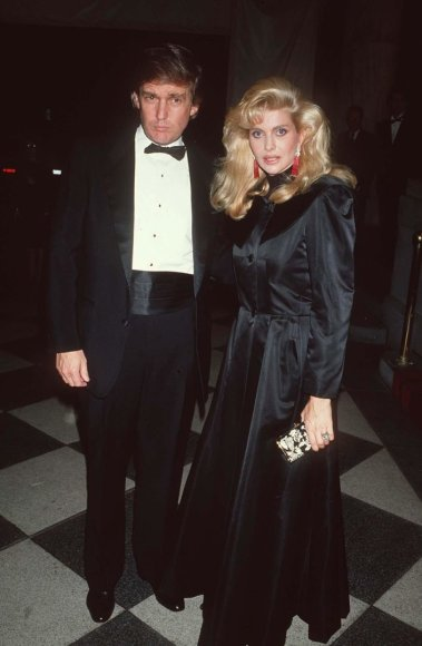 Donaldas Trumpas su pirmąja žmona Ivana Trump (1989 m.)