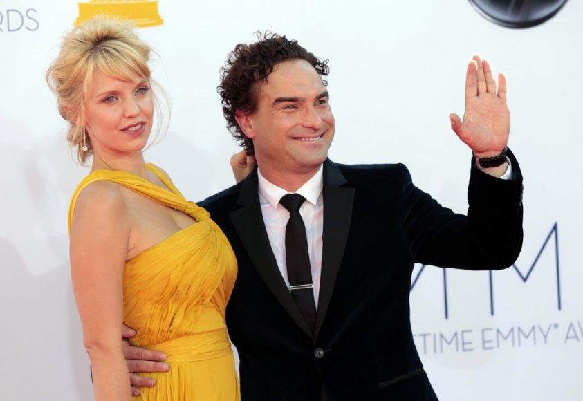 Johnny Galecki ir Kelli Garner