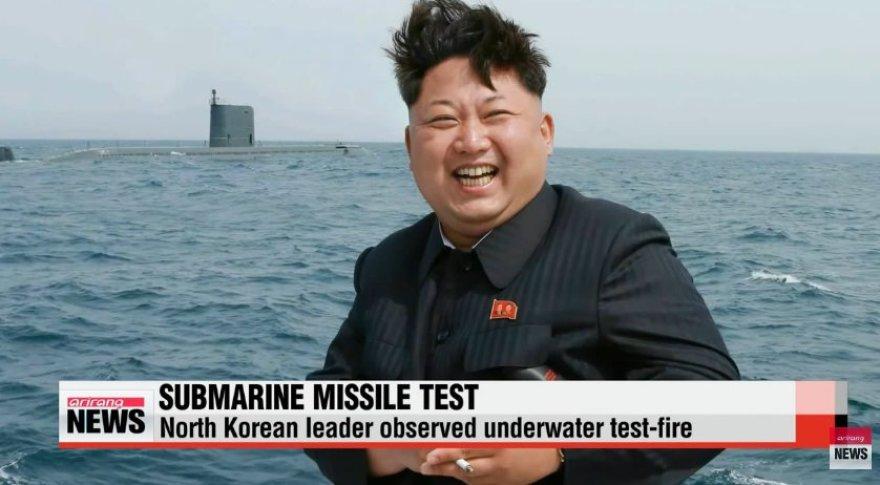 Šiaurės Korėjos vadovas Kim Jong-Unas džiaugiasi raketos bandymo rezultatais