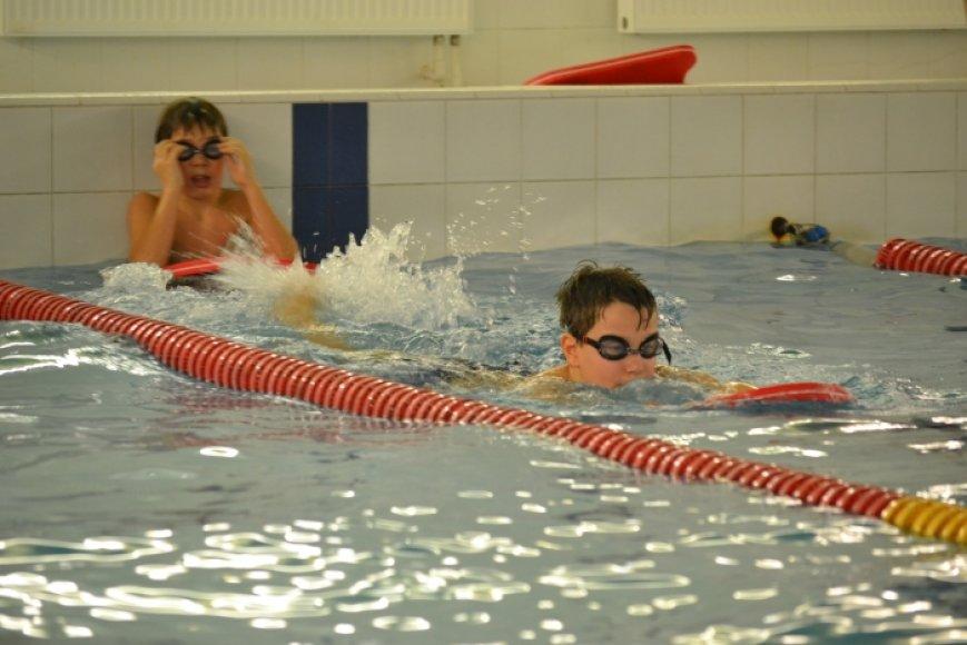 Vaikai mokomi plaukti