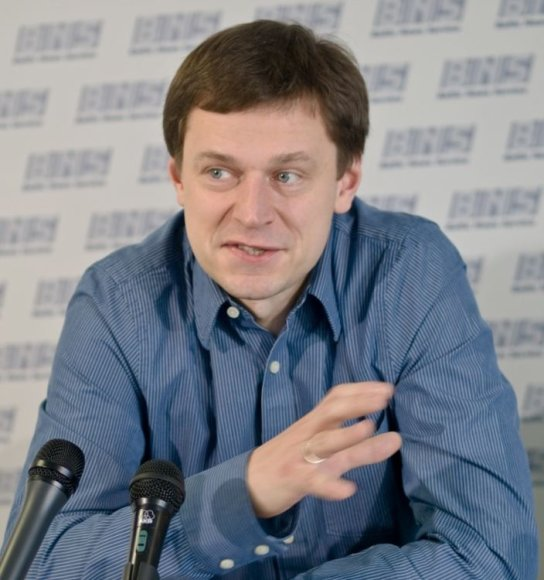 """""""Microsoft"""" kovos su nelegalia programine įranga grupės vadovas Baltijos šalims Martynas Bieliūnas."""
