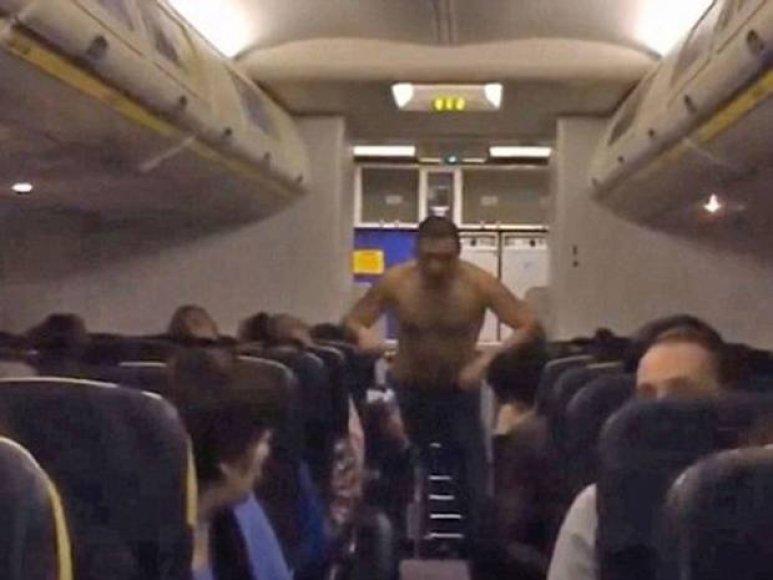 """Ryanair"" lėktuvu skridęs girtas vyras"