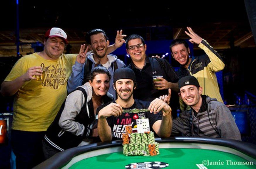 Jasonas Mercieris su draugais švenčia WSOP pergalę