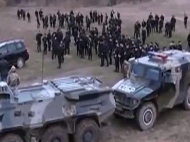 Smogikų iš Čečėnijos būrys kerta Ukrainos sieną