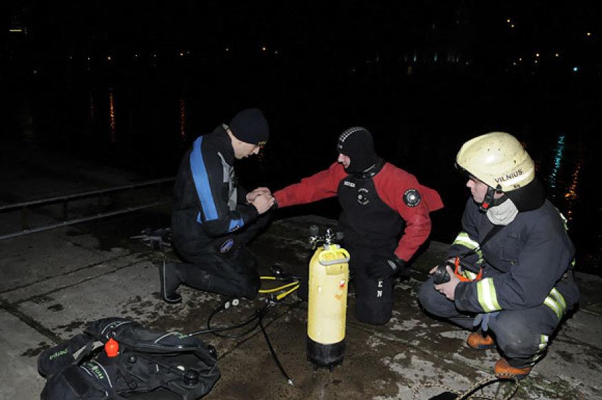 Ugniagesiai gelbėtojai įvykio vietoje
