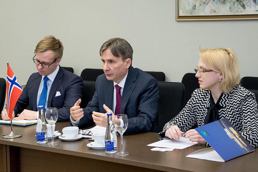 Norvegijos Ambasadorius  Dag Malmer Halvorsen (viduryje)
