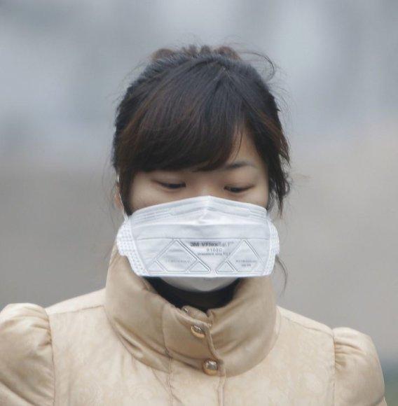 Moteris su respiratoriumi