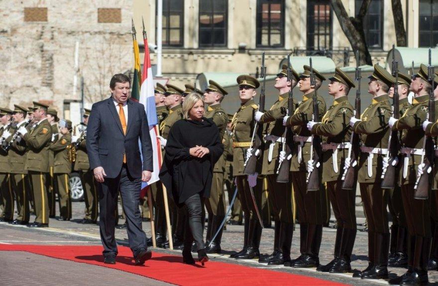 Krašto apsaugos ministras Raimundas Karoblis susitiko su Nyderlandų gynybos ministre Jeanine Hennis-Plasschaert
