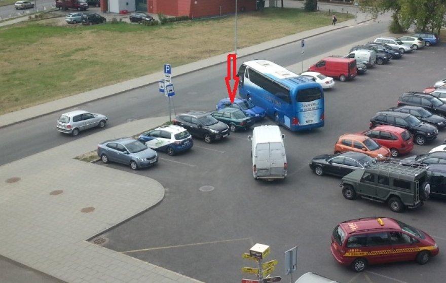 """Numestas """"VW Golf"""" ant pravažiavimo"""