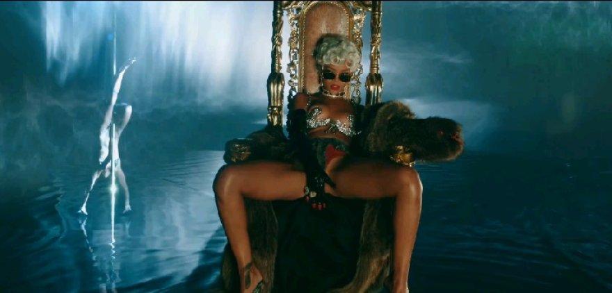 """Rihanna dainos """"Pour it Up"""" vaizdo klipe"""
