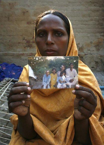 Moteris laiko Asia Bibi nuotrauką