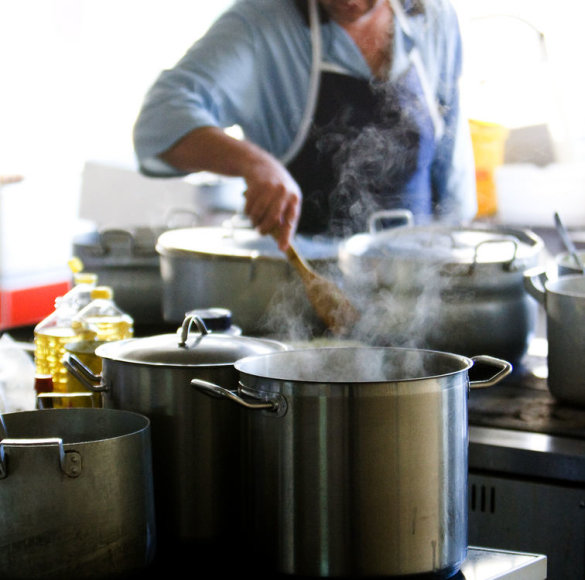 Ar valgome sveiką maistą priklauso ir nuo puodo, kuriame jis pagamintas.