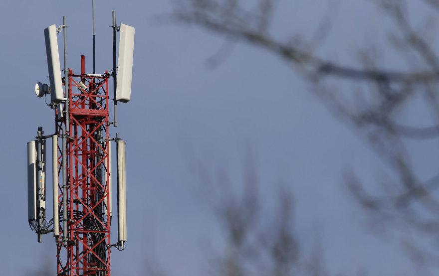 Mobiliojo ryšio bokštas su antenomis